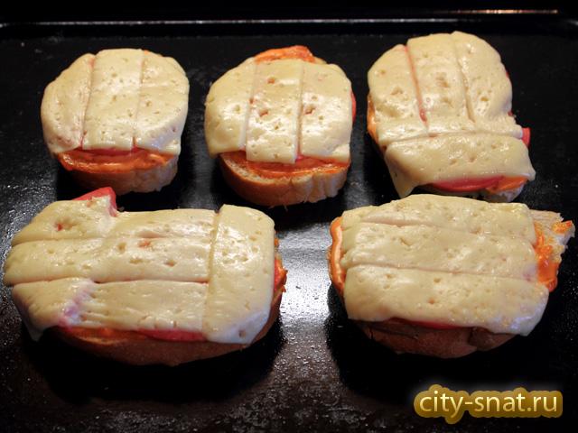 Горячие бутерброды с колбасой и сыром в духовке Пошаговый